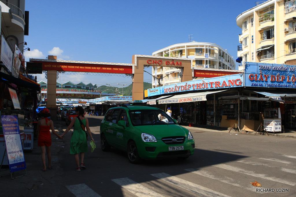 Радваньска выпила с подругами кофе и отправилась на пати (ФОТО)